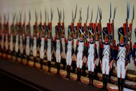 paper-soldiers-french-army-museum-paris-56047932.jpg